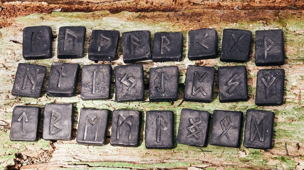 Runes-oracle-des-runes-la-parole-odin